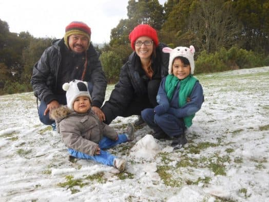 • Jojo Sriraksa, wife Shelley (nee Smith) and children Anda (1) and Rhama (4) enjoying the snow at Foster Lookout last Wednesday.