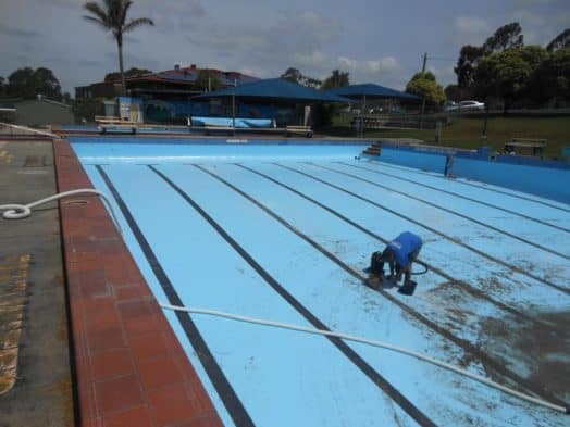 • Changing the floor grates was one of the final tasks before Foster Pool was refilled last week, the shells having been repaired and repainted over the winter, in preparation for the start of the 2016/17 season on December 17.